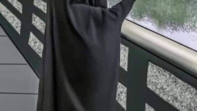 صورة ماتت الإنسانية … أم تلقي بطفليها في نهر دجلة بالعراق