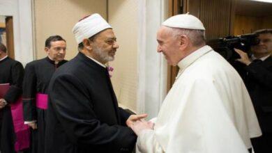 صورة شيخ الأزهر يغرد: سعدت بالحديث هاتفيًا مع أخي البابا فرنسيس بابا الكنيسة الكاثوليكية