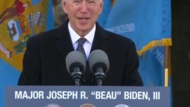 """صورة بالدموع.. جو بايدن يودع ولايته قبل دخول البيت الأبيض قائلًا: """"عندما أموت ستُكتب ديلاوير على قلبي"""""""