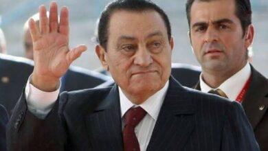 """صورة في ذكرى رحيله.. """"مبارك"""" ظل الحلم لهؤلاء النجوم و""""نور الشريف"""" هو فقط من نال موافقته"""