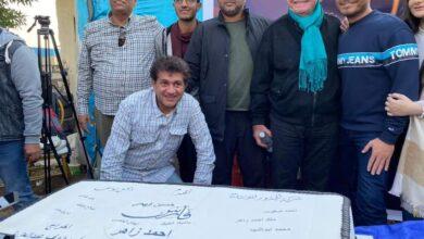 صورة فارس يجمع بين أحمد زاهر وحسين فهمي في فيلم